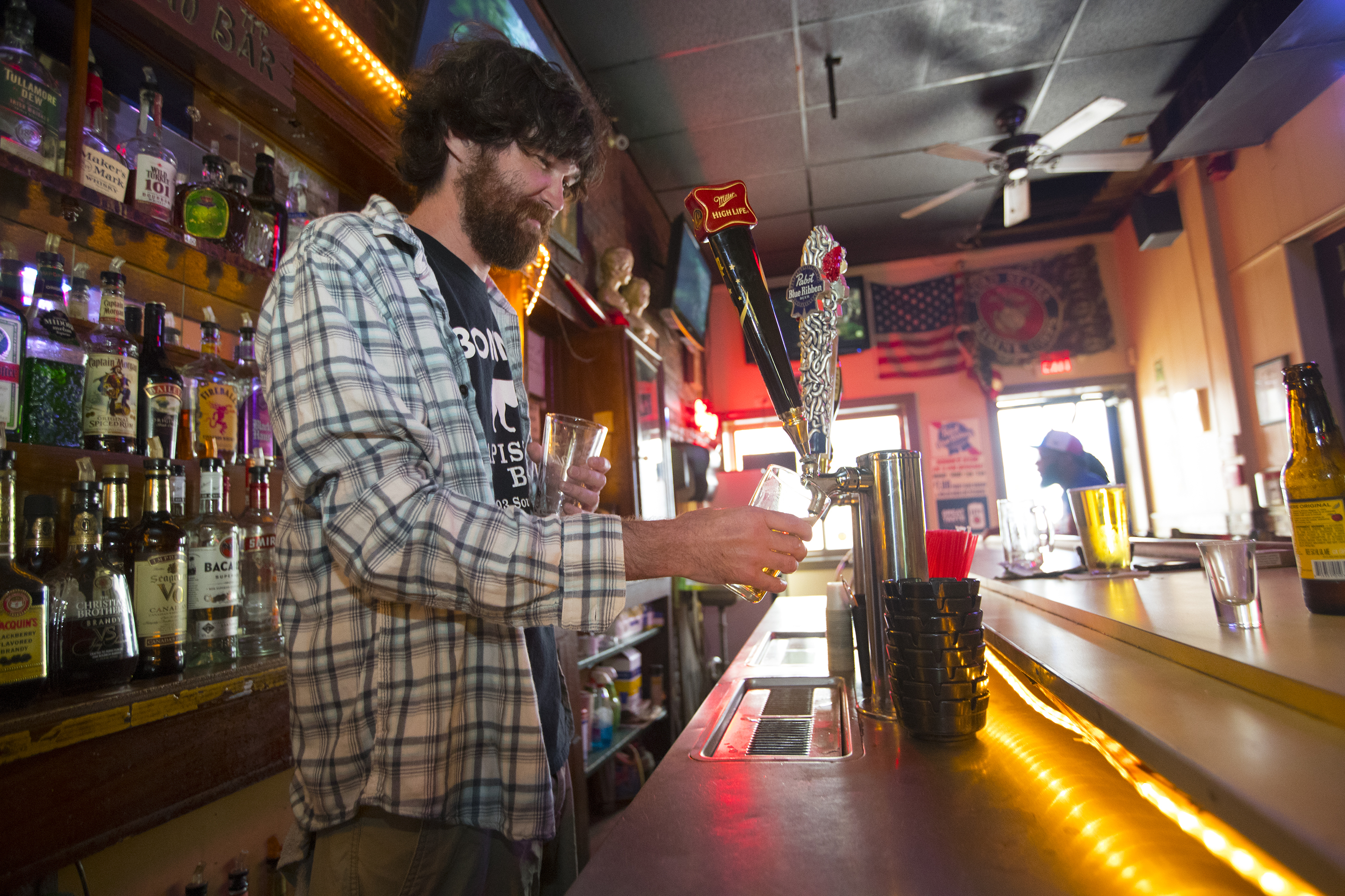 At Bonnie�s Capistrano bar, bartender Eamon Gallagher pour a beer.