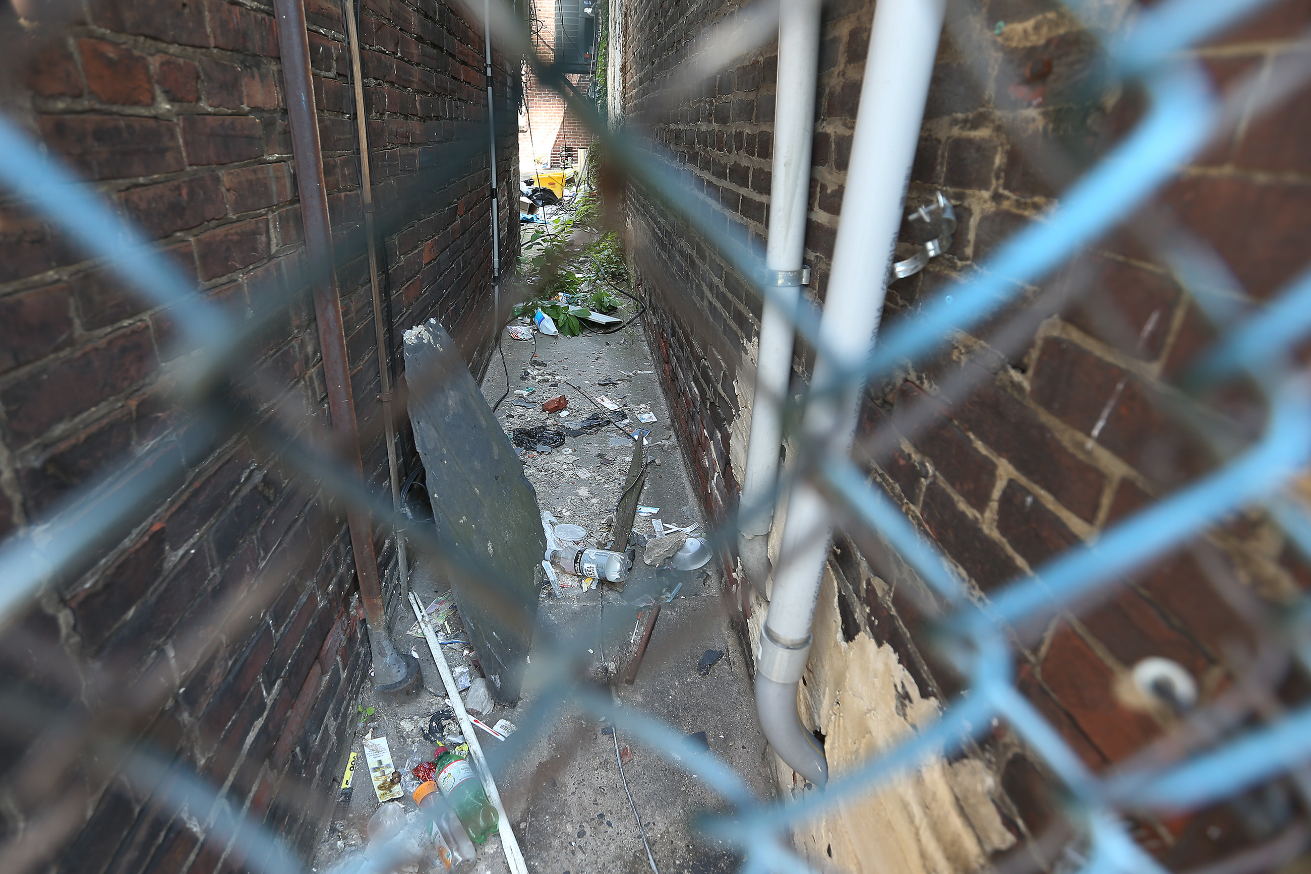 An alley near the Somerset EL station, where an unknown man died of an overdose in December.