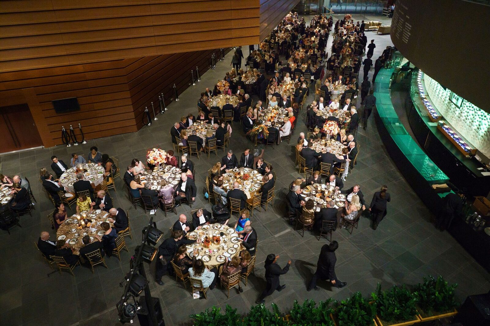 Patrons at dinner in the lobby of the Kimmel after the opening-night concert of the Philadelphia Orchestra´s 2018-19 season.
