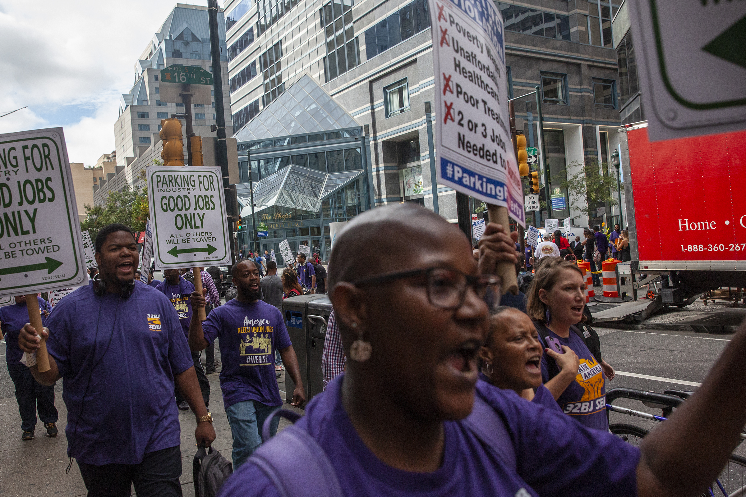 About 50 parking lot attendants and 32BJ SEIU members marched down 16th Street in Center City on Thursday afternoon to raise awareness for the parking lot workers´ bid to unionize.