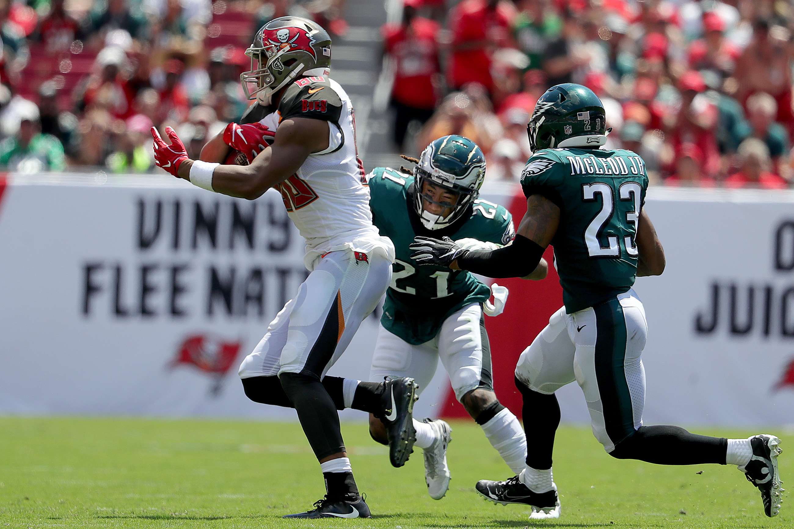 Ronald Darby (center) and Rodney McLeod can´t catch the Bucs´ O.J. Howard on a touchdown run in the second quarter on Sunday.