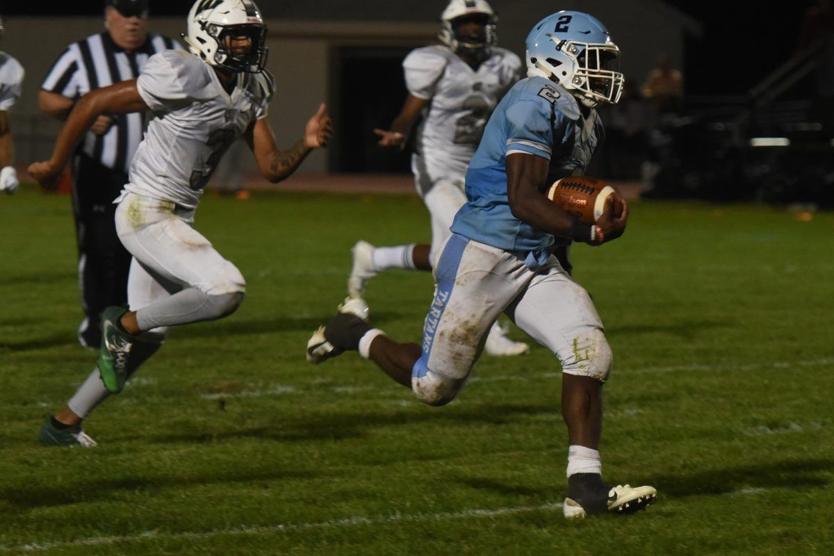 Johnny Martin runs for 44-yard TD in Highland's 30-20 win over Winslow Twp.