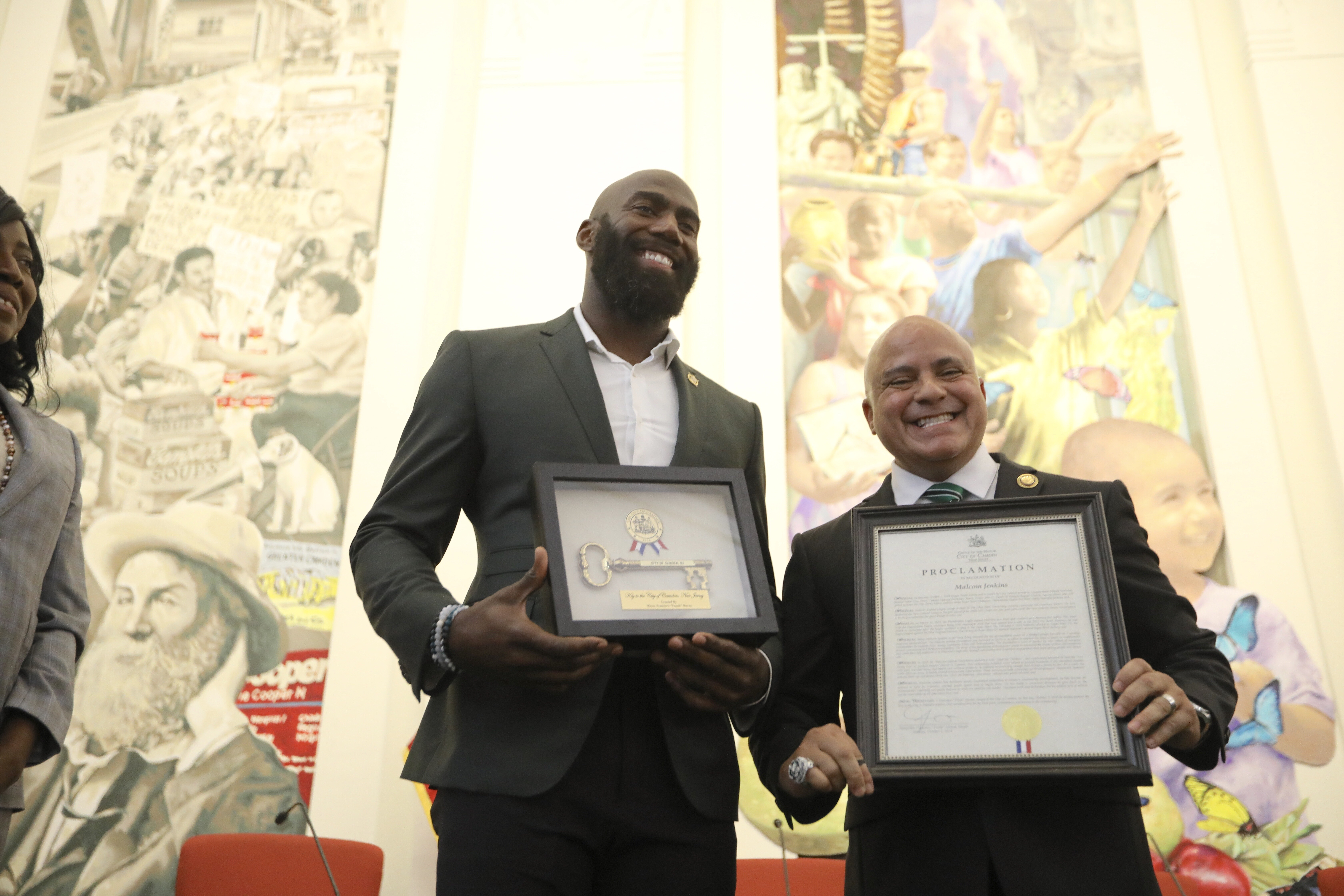 Malcolm Jenkins poses with Camden mayor Frank Moran after the Eagles safety received a key to the city for his efforts to support the community´s youth and underserved population.