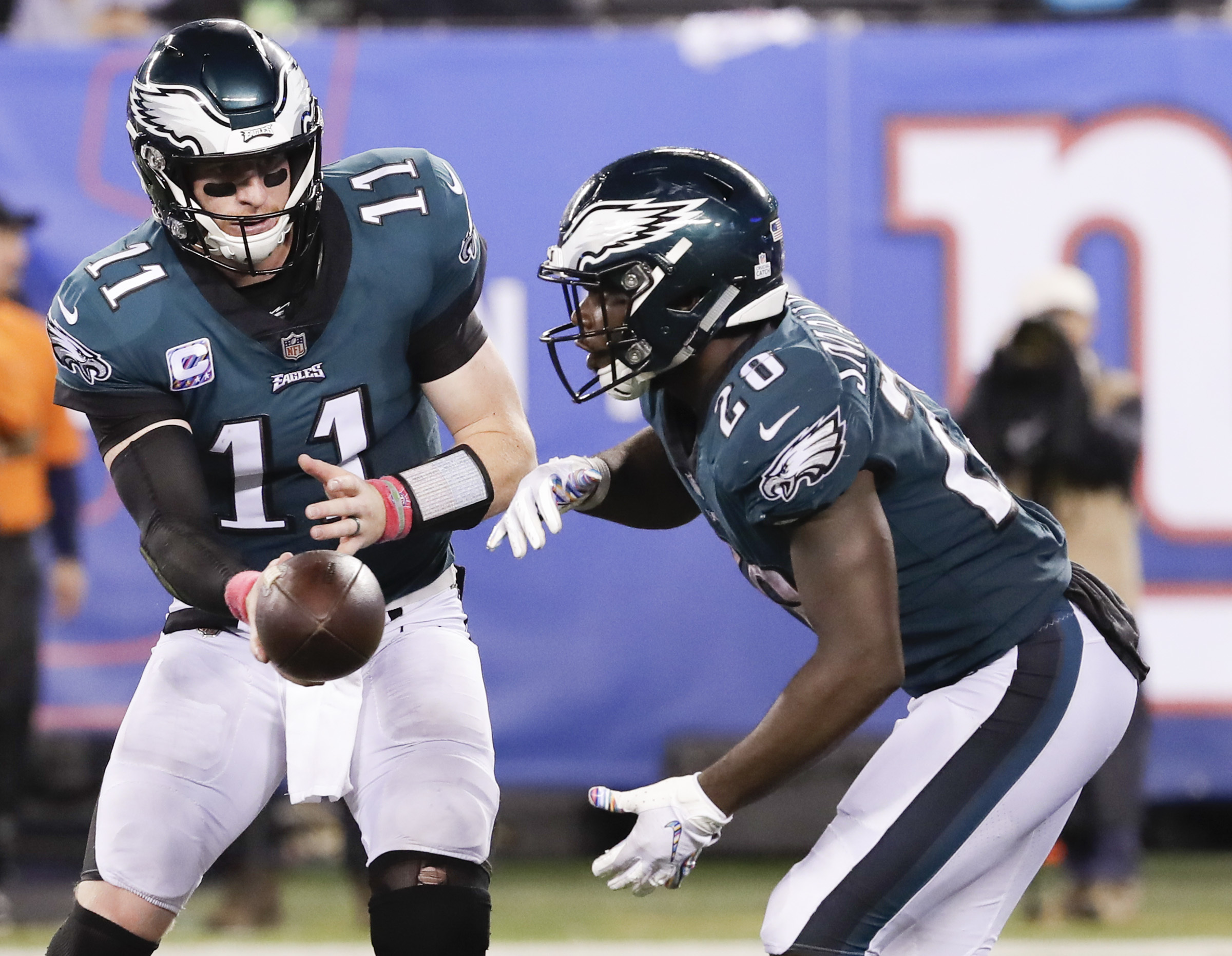 Eagles quarterback Carson Wentz hands off the football all to running back Wendell Smallwood against the New York Giants on Thursday, October 11, 2018 in East Rutherford, NJ. YONG KIM / Staff Photographer