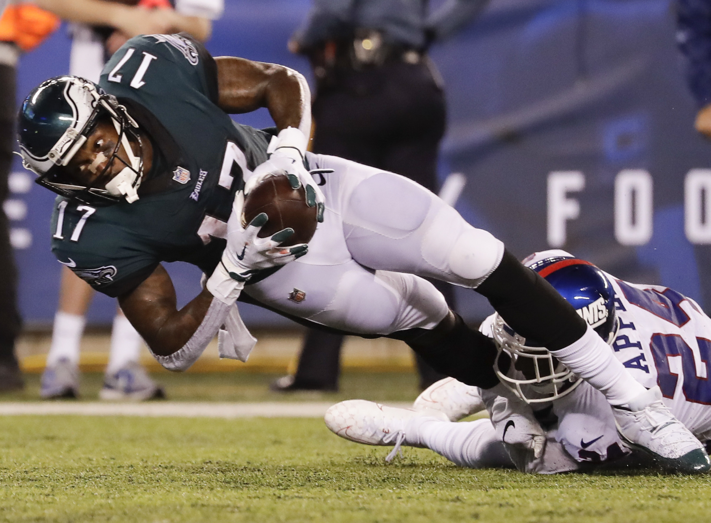 Alshon Jeffery looks for the end zone during the third quarter of the Eagles� 34-13 victory over the Giants on Thursday.