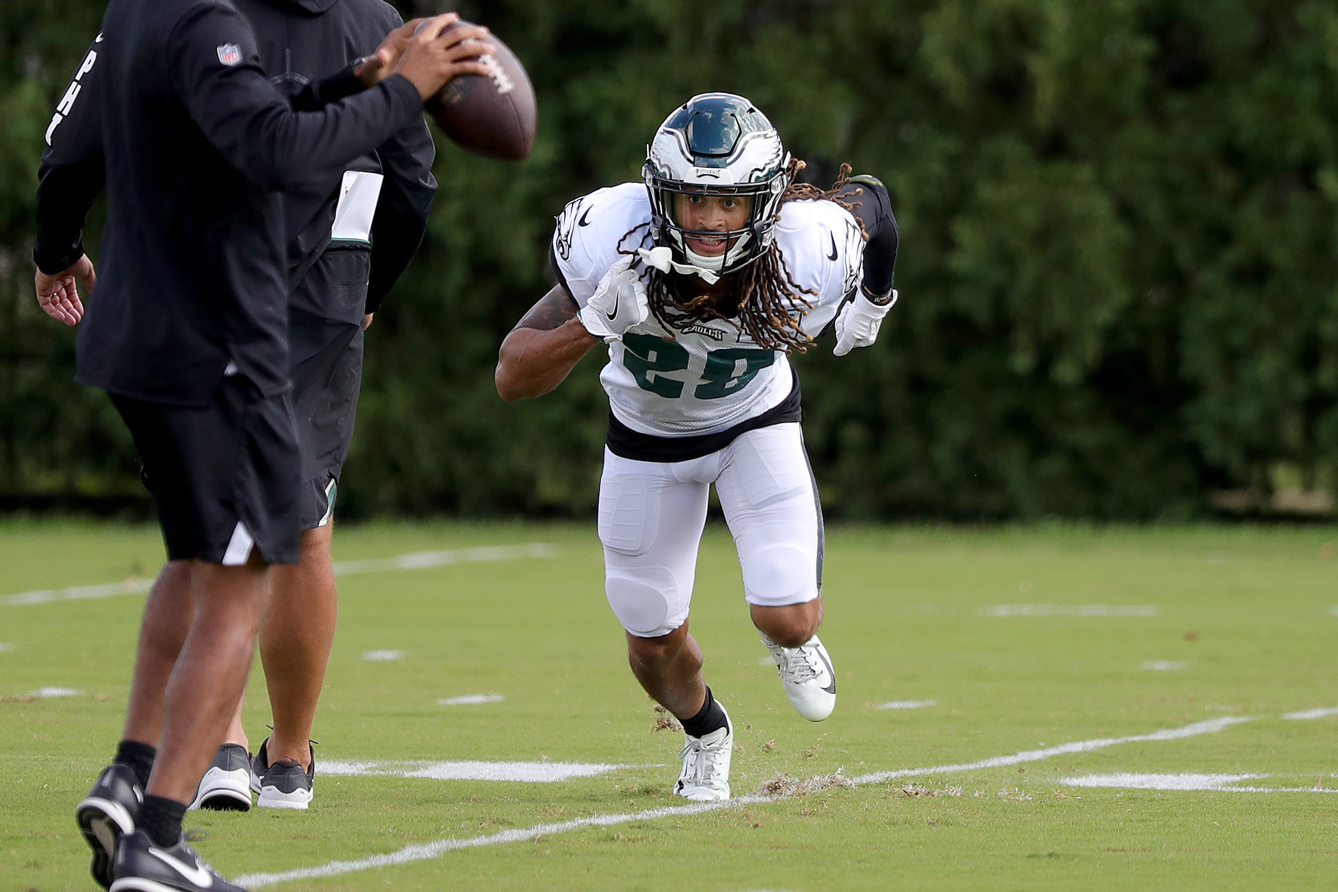 Eagles Avonte Maddox follows the ball during a drill at Eagles practice at the NovaCare Complex in Philadelphia, PA on October 3, 2018. DAVID MAIALETTI / Staff Photographer
