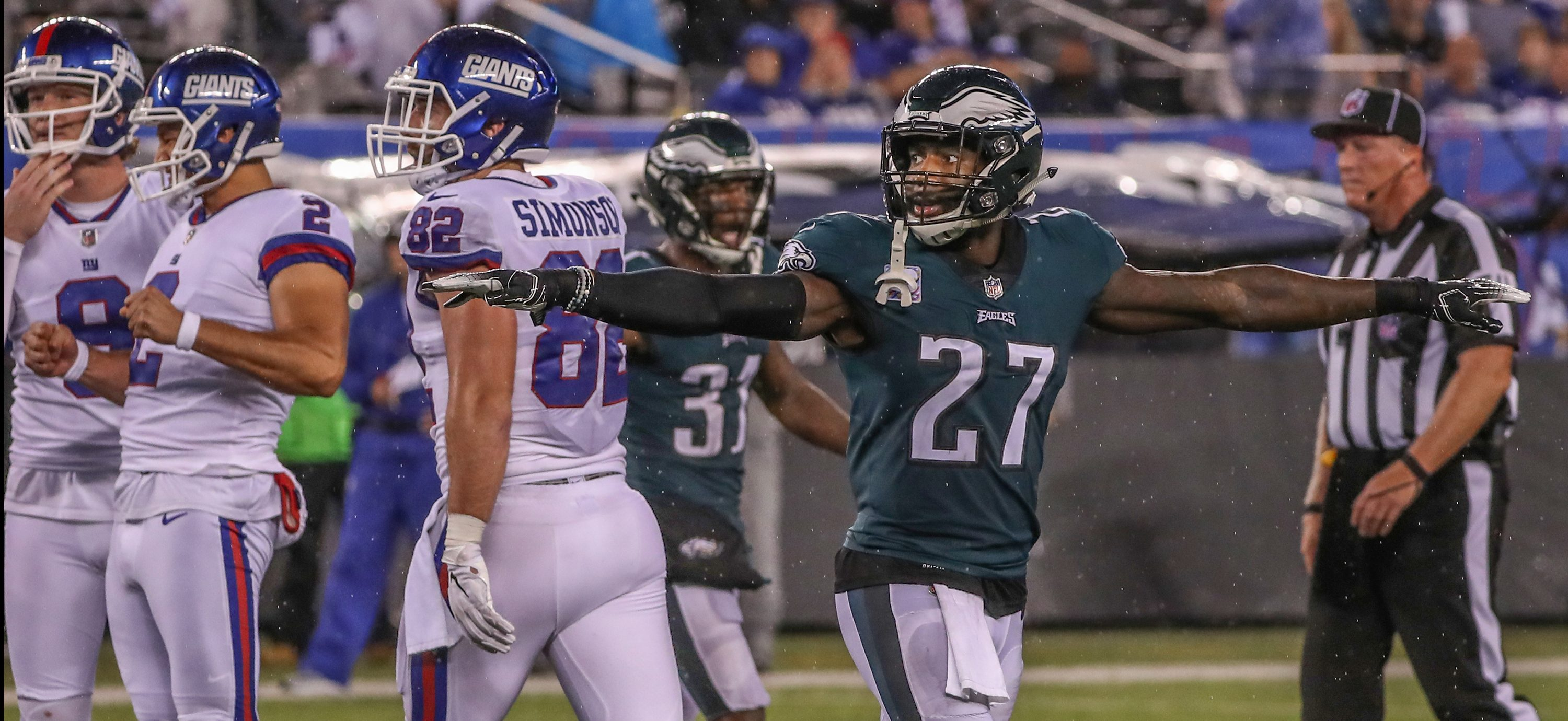 Eagles Malcolm Jenkins, right, signals no good after Giants kicker Aldrick Rosas missed a field goal last week.