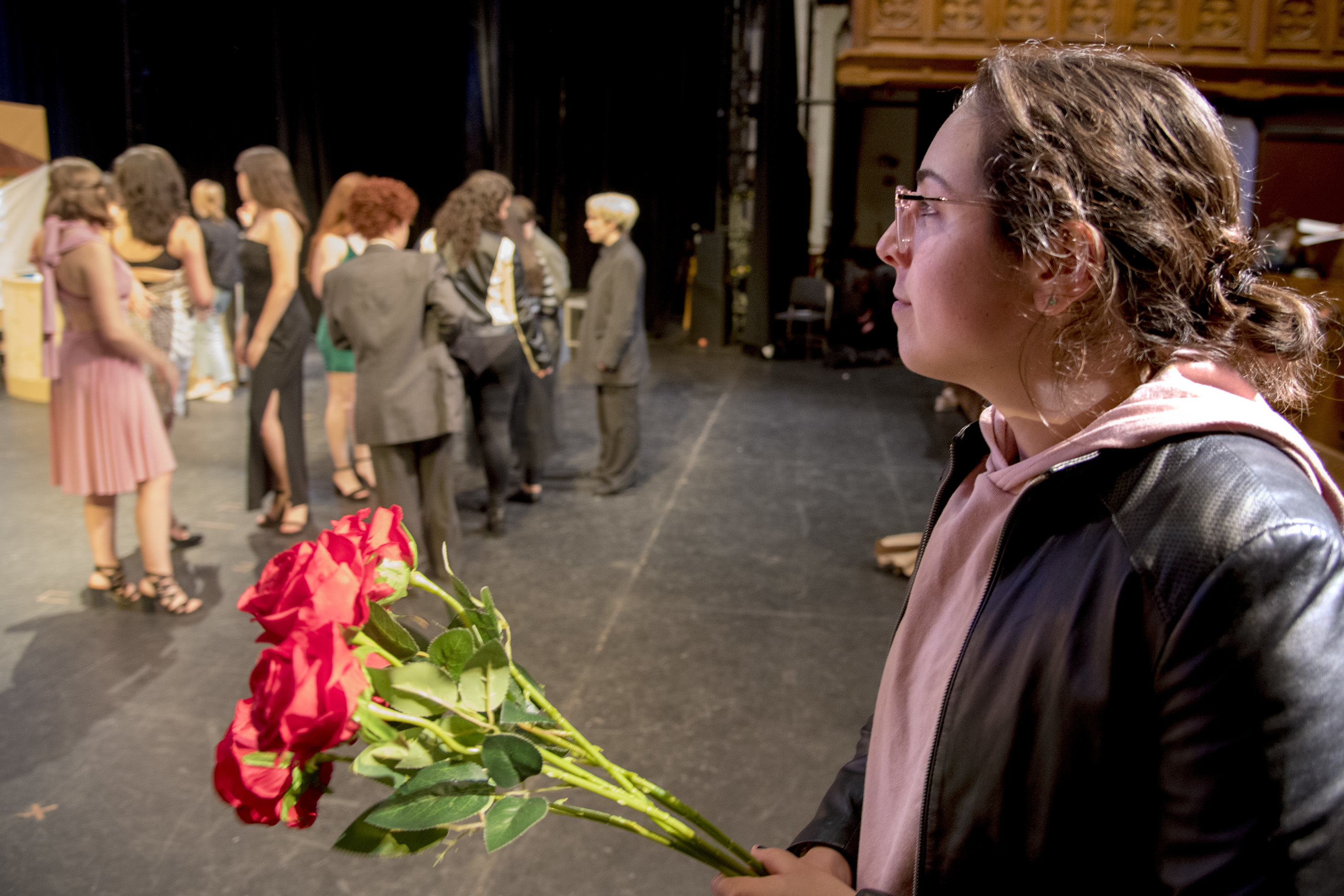 """Lauren Sorantino, ´19, executive board chairwoman and writer, holds the roses as the cast of Bloomers, Penn´s all women musical comedy troupe, rehearses """"The Batchelor: Will You Accept this Show?"""" October 17, 2018, for their fall show as they celebrate their 40th anniversary this weekend. Bloomers exists because Penn´s oldest musical comedy group, Mask and Wig, still does not allow women to join."""