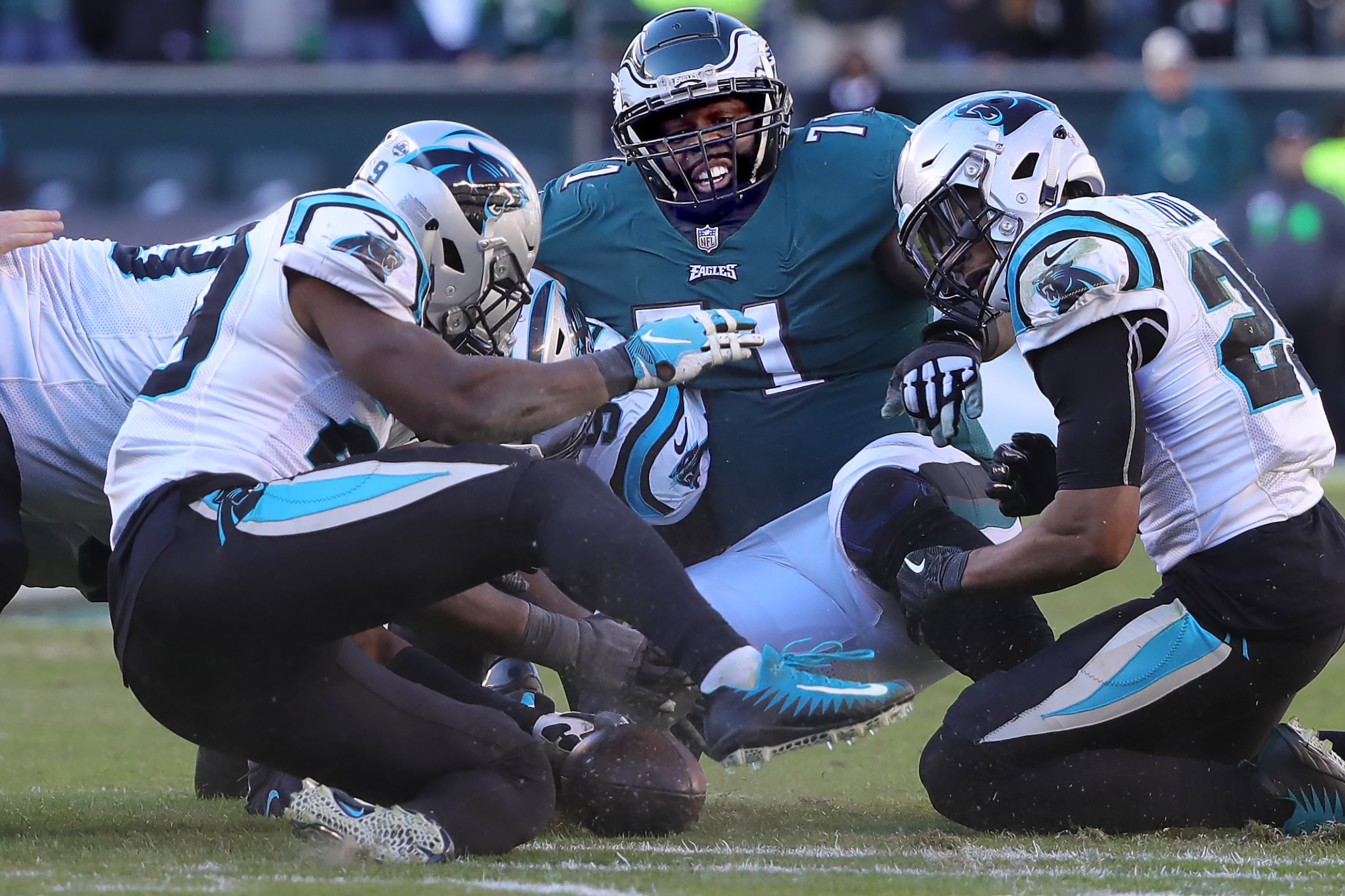 Jason Peters (center) can only watch after Carson Wentz fumbled the football in the fourth quarter.