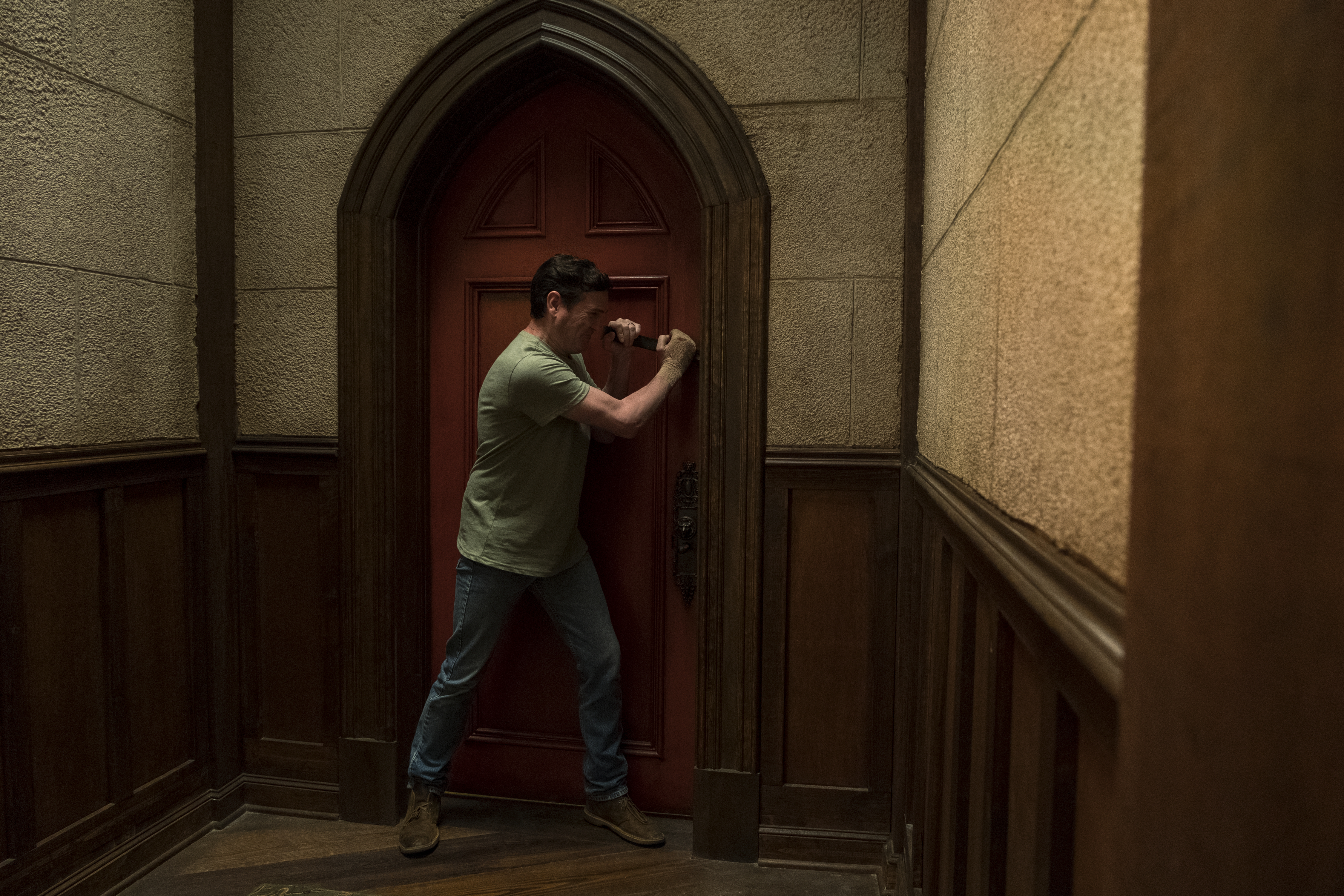 "Henry Thomas in ""The Haunting of Hill House"""