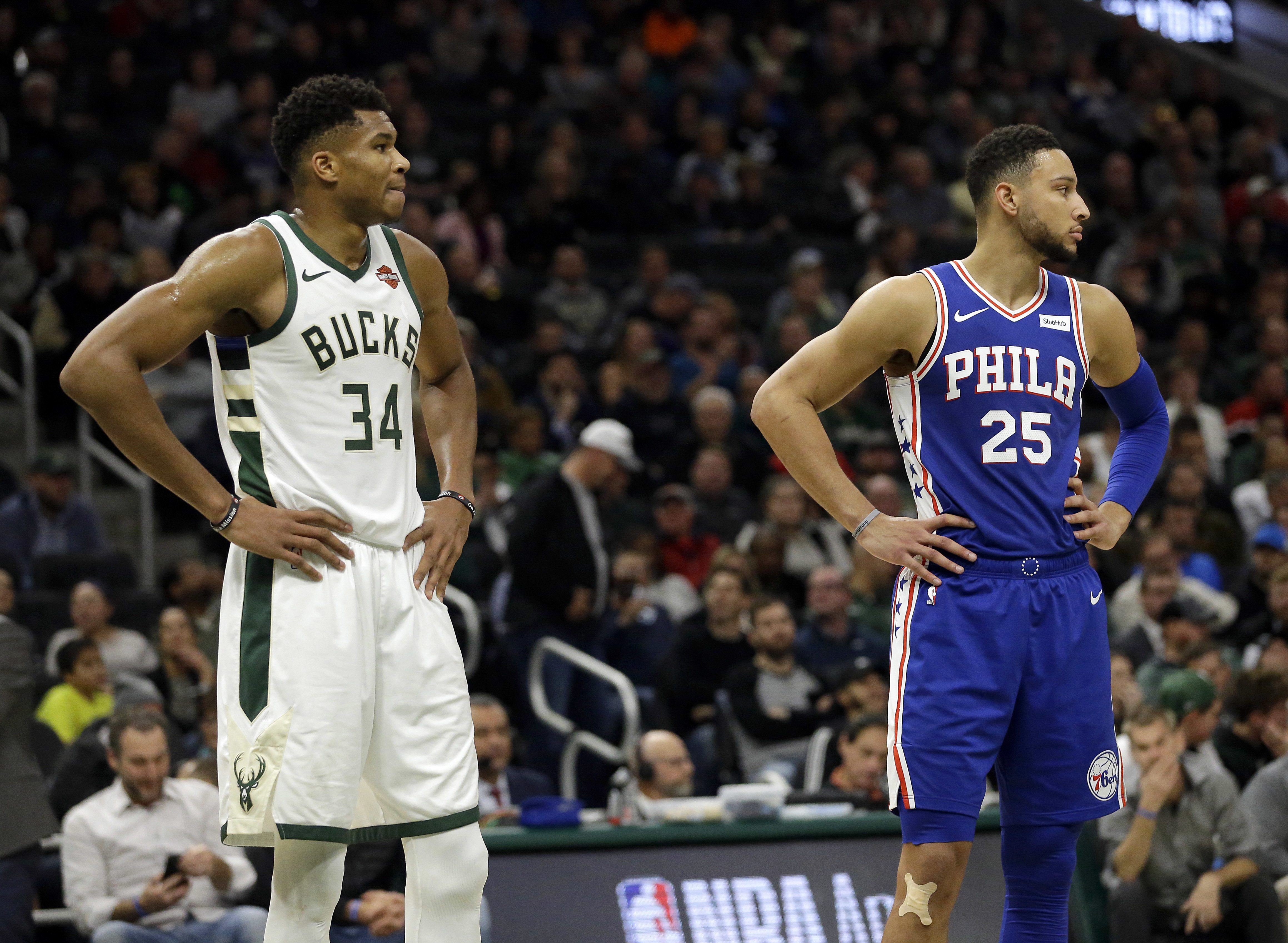 Bucks star Giannis Antetokounmpo and Sixers point guard Ben Simmons during Wednesday´s game.