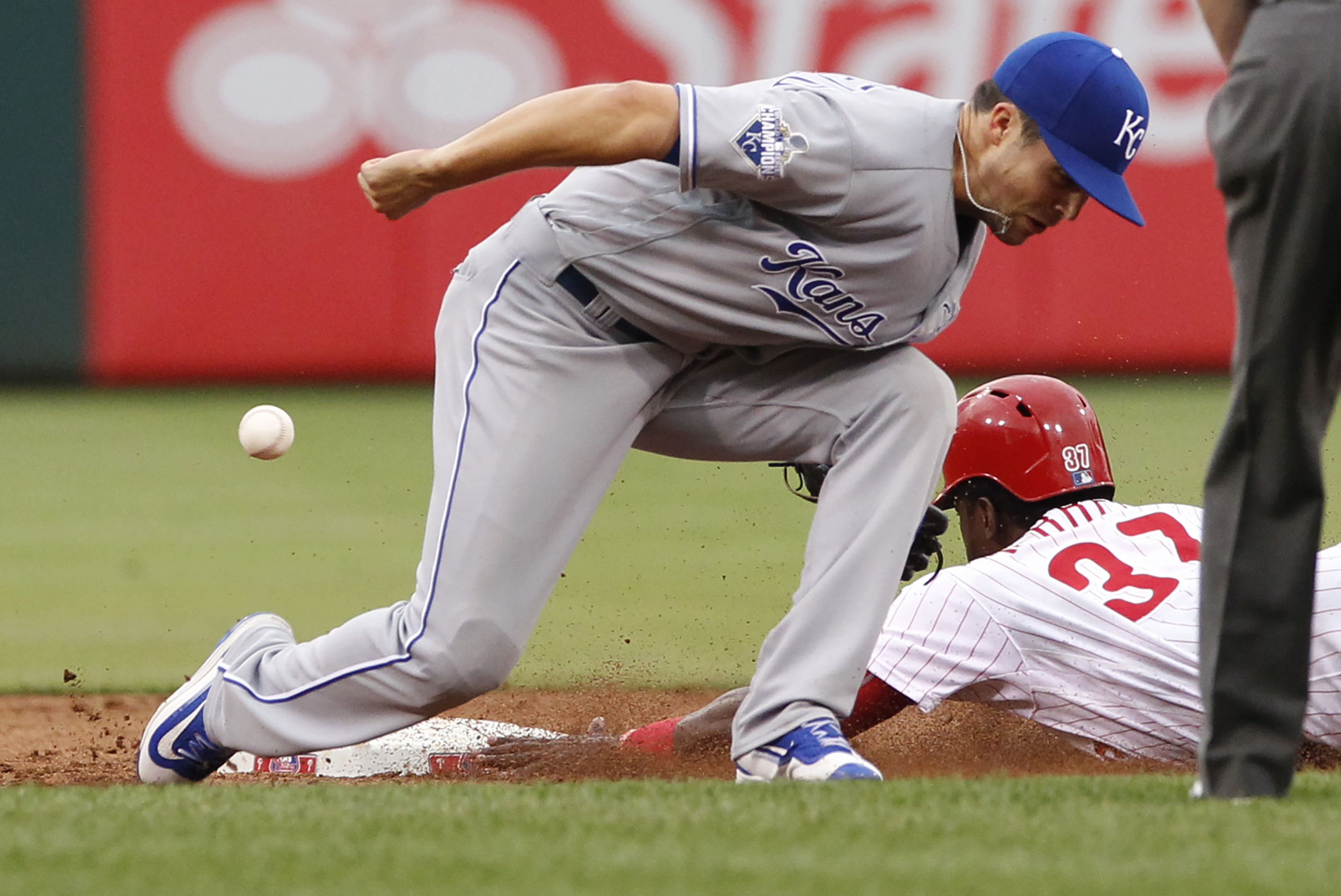 Royals utilityman Whit Merrifield, seen here in a 2016 game at Citizens Bank Park, could be traded if he doesn´t agree to a contract extension.