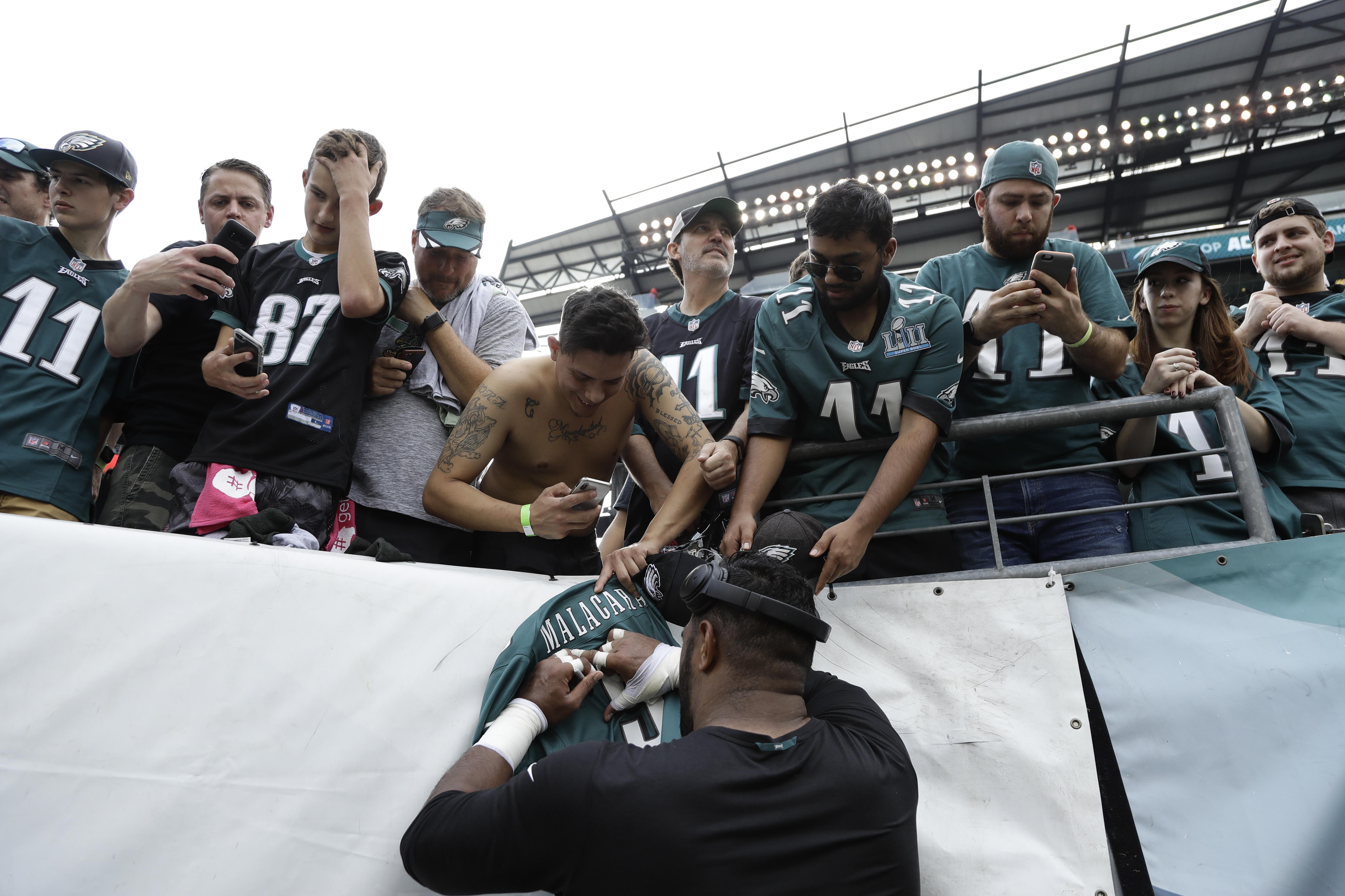 Philadelphia Eagles´ Jordan Mailata signs autographs for fans before an NFL football game against the Minnesota Vikings, Sunday, Oct. 7, 2018, in Philadelphia. (AP Photo/)
