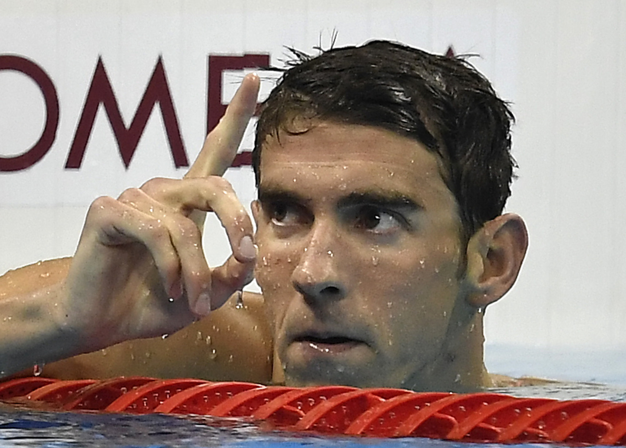United States´ Michael Phelps celebrates after winning the gold medal in the men´s 200-meter individual medley final during the swimming competitions at the 2016 Summer Olympics, Thursday, Aug. 11, 2016, in Rio de Janeiro, Brazil. (AP Photo/Martin Meissner)