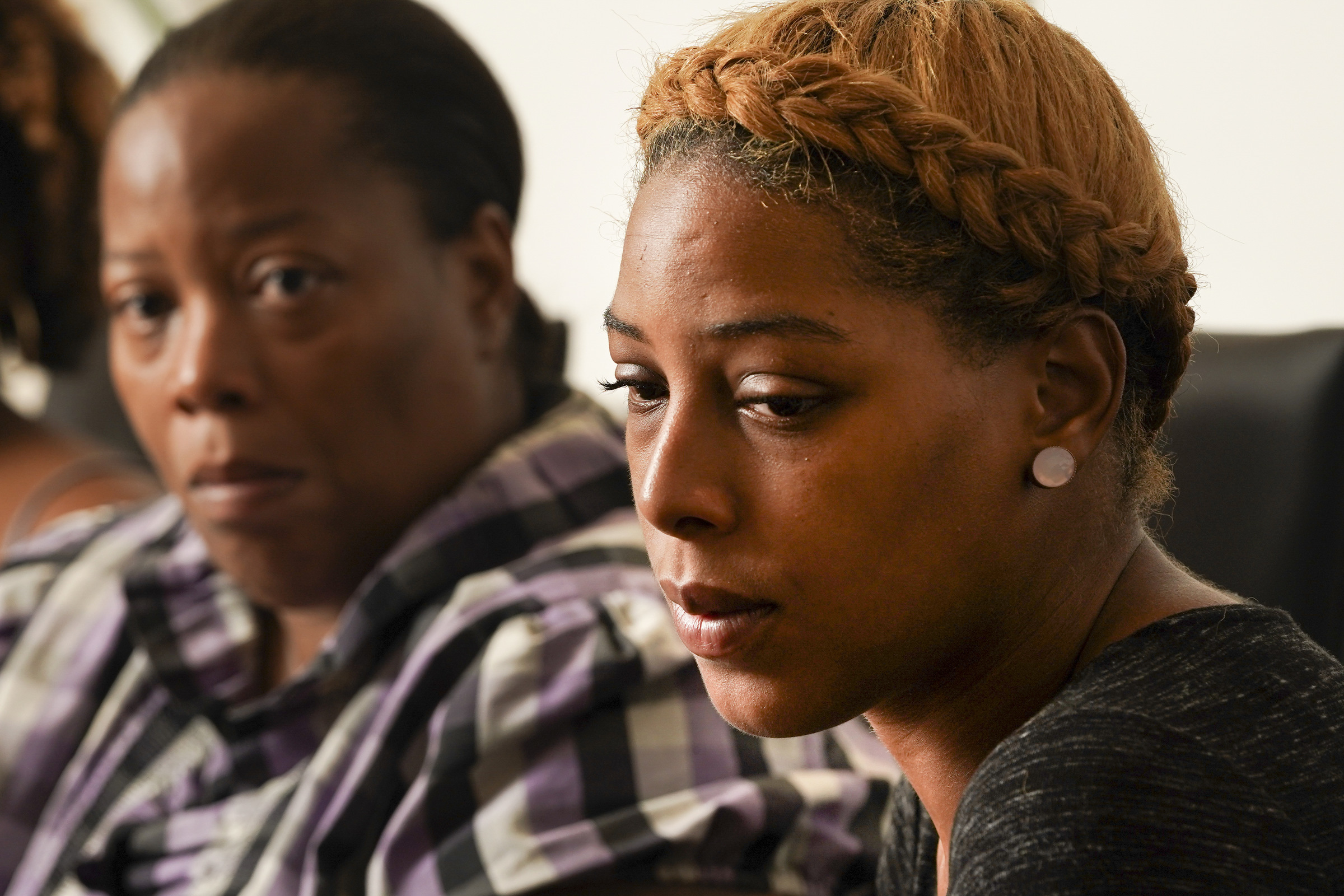 Rashena Carter, left, and her daughter Letoya Ramseure, right, meet with advocates to discuss Ramseure´s case, in which she fatally shot her ex-boyfriend with his own gun after he burst into her home. Ramseure faced third-degree murder charge by the Krasner administration, though a judge said at most it was voluntary manslaughter.