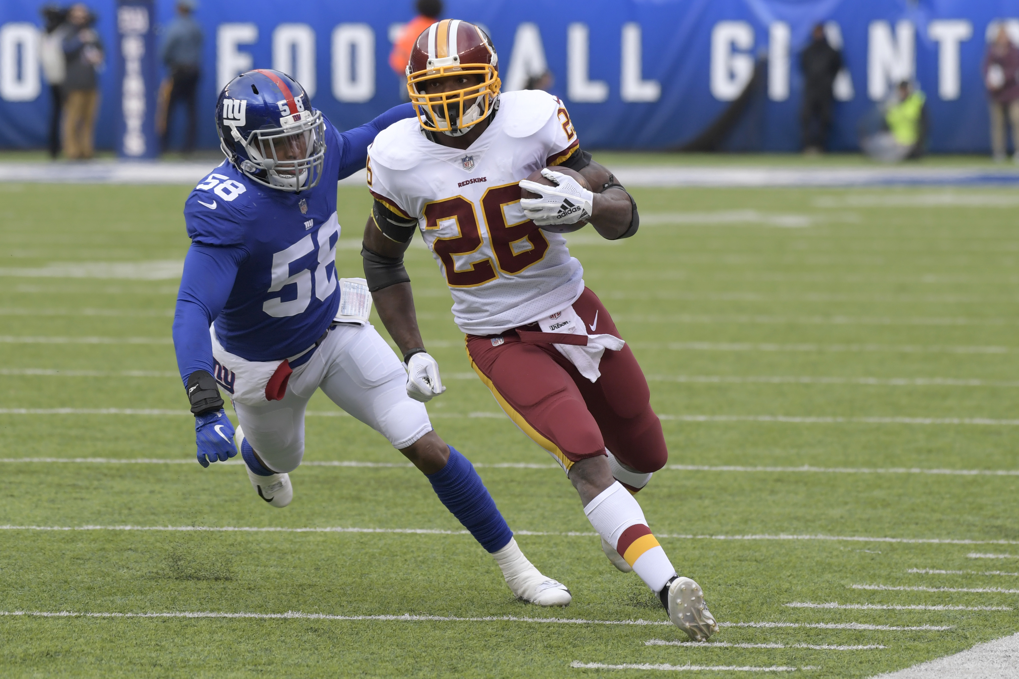 Adrian Peterson (26) is averaging only 3 yards per rush in his last four games.