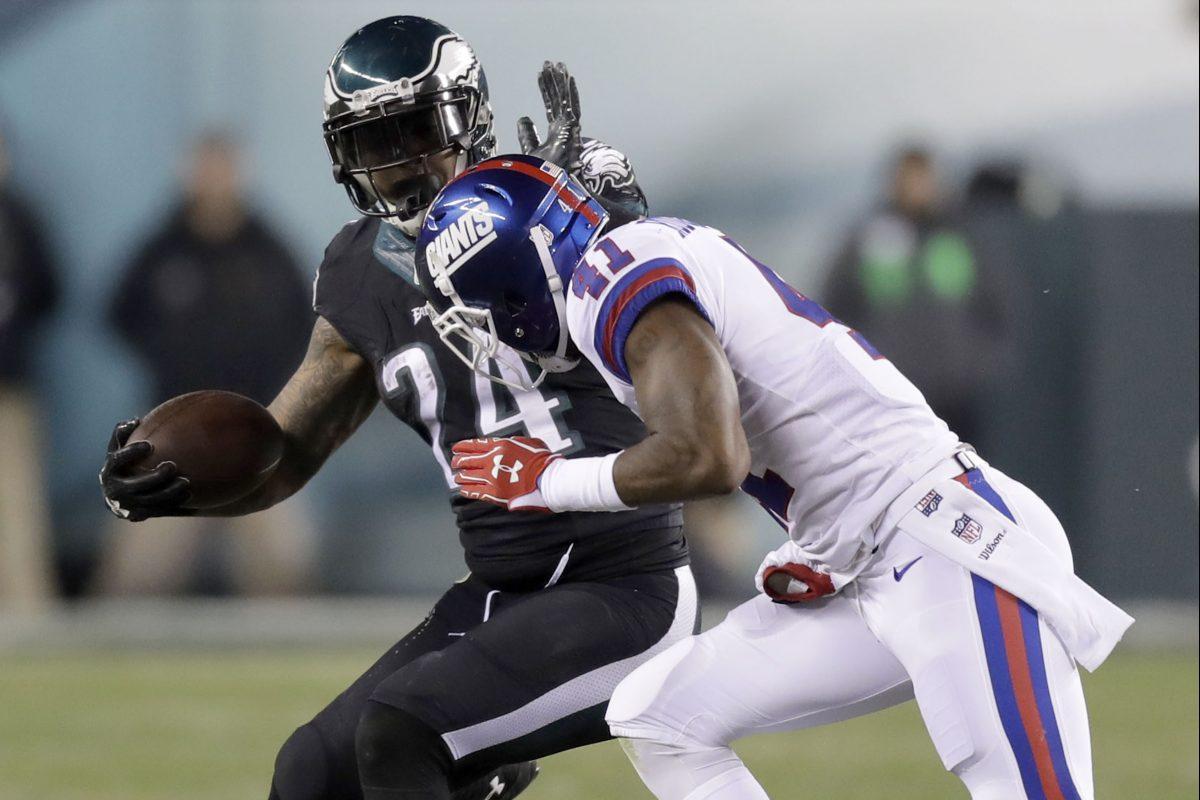 Eagles´ running back Ryan Mathews #24 runs with the football against New York Giants´ cornerback Dominique Rodgers-Cromartie #41 on Thursday, December 22, 2016 in Philadelphia.