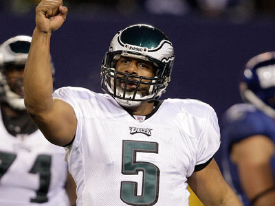 Donovan McNabb celebrates after Leonard Weaver´s touchdown in the fourth quarter. (David Maialetti/Staff Photographer)