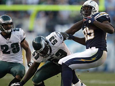 Moise Fokou tries to stop Chargers TE Antonio Gates in the fourth quarter as Eagles CB Dimitri Patterson (left) watches on Sunday.  (Yong Kim / Staff Photographer)