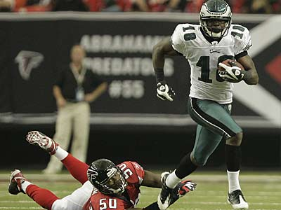 Jeremy Maclin broke free from a tackle by Curtis Lofton in the second quarter of the Eagles´ 34-7 win in Atlanta. (David Maialetti/Staff Photographer)