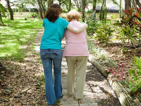 A new study suggests walking may ease Parkinson´s symptoms.
