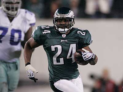 Sheldon Brown will play for the Eagles in their prime-time game at the Bears tonight. (David Swanson/Staff file photo)