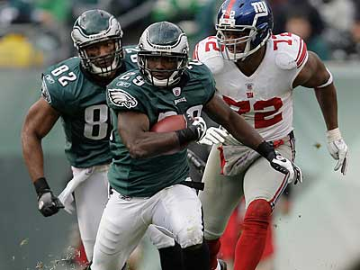 LeSean McCoy runs in the third quarter as the Eagles play the Giants. ( David Maialetti / Staff Photographer )