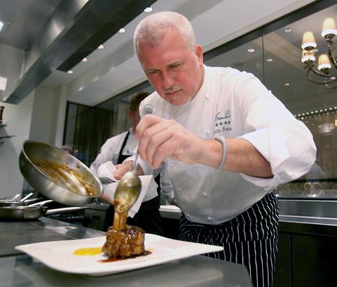 Hamann, a Four Seasons alumnus, finishes pork shank.