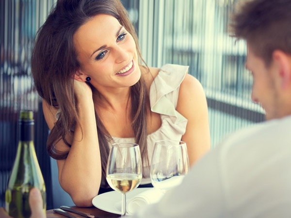 What you wear on your first date can make a the right first impression.
