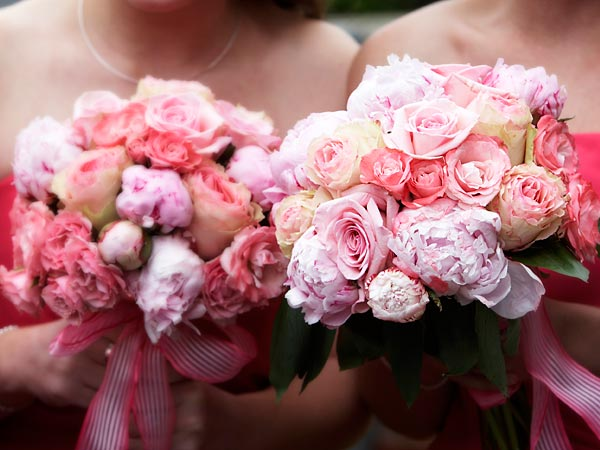 Here are some ways to save on your wedding bouquets. (iStock)