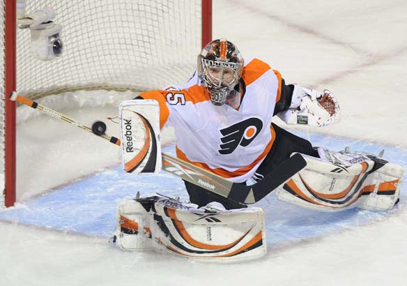 Sergei Bobrovsky is back in net tonight for the Flyers.