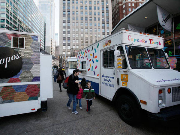 Philadelphia Mobile Food Association will present its holiday-themed food truck roundup at the Piazza at Schmidt´s on Dec. 1. (Michael S. Wirtz / Staff)