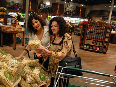 Terry conover and her mother, Maria Cipriani, shopping at the new Fresh Market, which moved into a Glen Mills site that two other high-end markets abandoned. (RON TARVER / Staff Photographer)