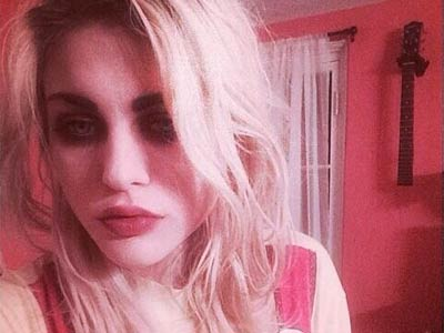 Photo via Frances Bean Cobain´s Twitter, @alka_seltzer666.
