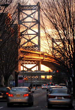The sun rising behind the Ben Franklin Bridge in Old City early this morning. (Staff photo/Tom Gralish)