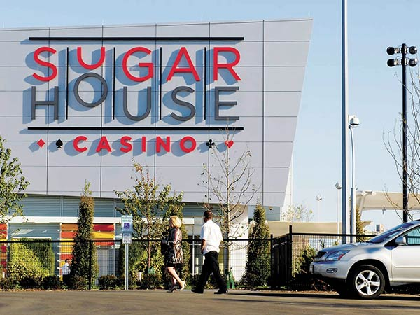 Guests arrive at the SugarHouse Casino, Sept. 20, 2010. The owners of SugarHouse Casino have formally objected to the scheduled awarding of a second casino license in Philadelphia. ( Tom Gralish / Staff Photographer )