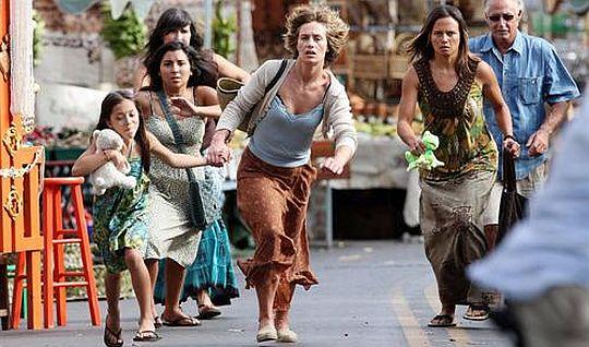 Marie de France runs from tsunami.