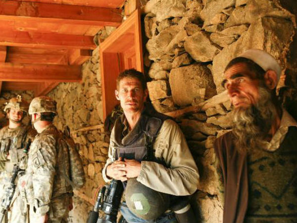 War photographer Tim Hetherington (center)