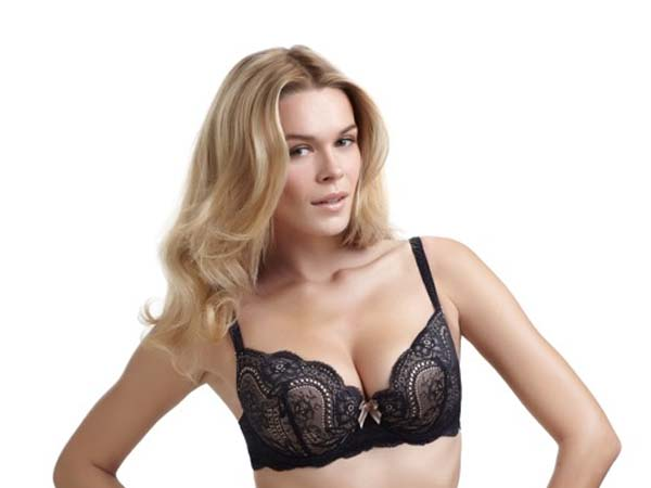 If you´re completely clueless, some well appreciated lingerie by Cosabella, Simone Pierelle and to-die-for hosiery by Wolford will get you major brownie points (and for after dinner as well:). You can pick these brands up at Hope Chest Lingerie located on 1937 Chestnut Street and on the Mainline.