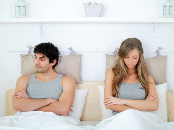 She tried giving him space to come around - but he just doesn´t desire sex. (istock photo)