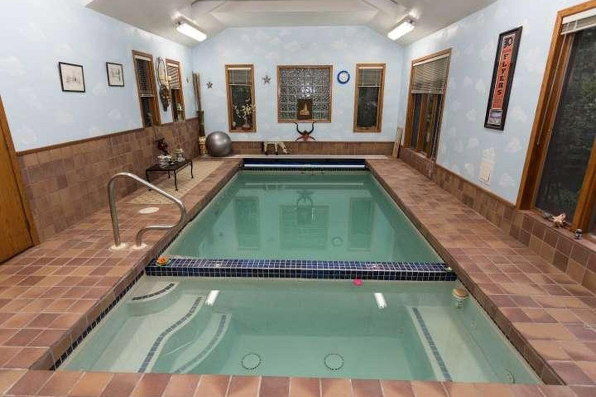 For sale 3 indoor pools to make you forget about winter for Houses with swimming pools inside for sale