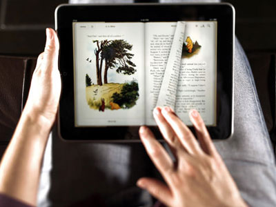 Researchers looked at 100 people with this type of vision loss and found that their reading speed increased by at least 42 words per minute when they used the iPad tablet on the 18-point font setting, compared with reading a print book or newspaper.
