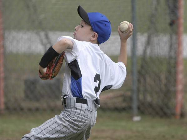 The mechanics of a throw are an important issue when it comes to overuse throwing injuries. (istockphoto.com)