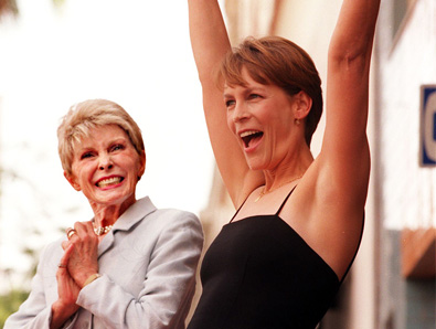 Mother´s Day and Daughter´s Day: Janet Leigh and daughter Jamie Lee Curtis cheer each other on.