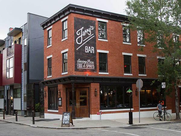 Jerry´s Bar, 129 W. Laurel St., Philadelphia.  ( DAVID M WARREN / Staff Photographer )
