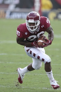 Temple´s Joe Jones runs for yards against Toledo Saturday afternoon.  (photo by DAVID SWANSON / Staff Photographer)