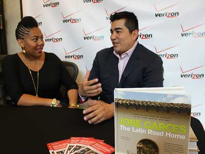 Contest winner Aliah Davis of Washington, N.J., with Jose Garces at the Verizon store on Market Street near 11th.  MICHAEL KLEIN / Philly.com