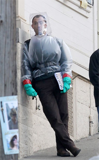 "Jude Law gets plastic-wrapped for Steven Soderbergh´s ""Contagion."""