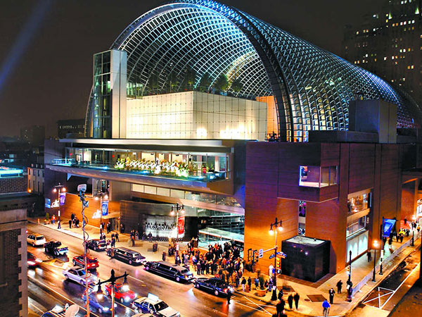 Glamorous new destinations like the Kimmel Center, which opened in 2001, helped rebrand the avenue as an entertainment district. (Staff File Photo)