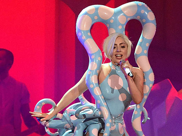 lady-gaga-octopus-outfit-600.jpg